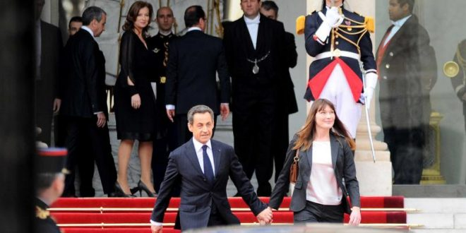 hollande_sarkozy_passation_sipa_1_0